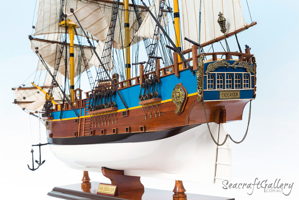 Endeavour 75cm 1 painted model ship