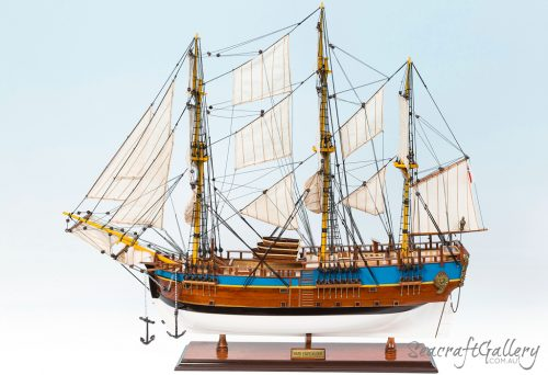 Endeavour 75cm 5 painted model ship