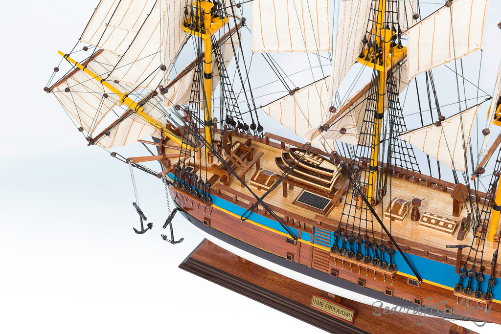 Endeavour 75cm 9 painted model ship