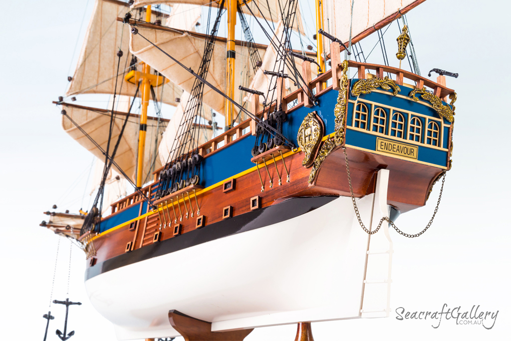 Endeavour model ship painted 75cm 19 (4)