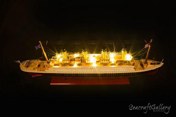 RMS Titanic with lights 80cm 2018 (11)