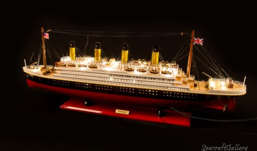 RMS Titanic model cruise with lights