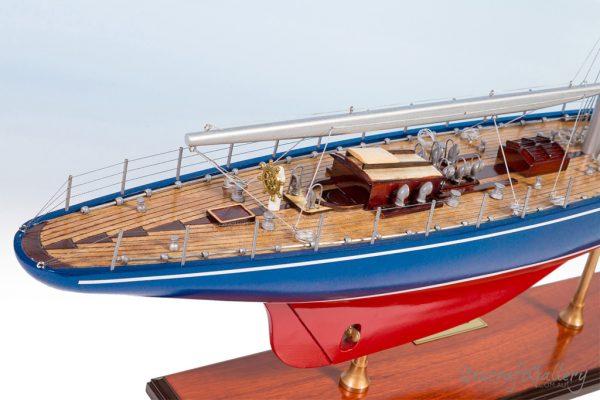Endeavour sailboat model (1)