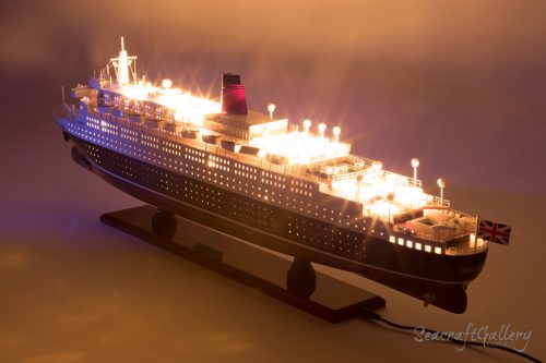 Queen Elizabeth lights cruise model